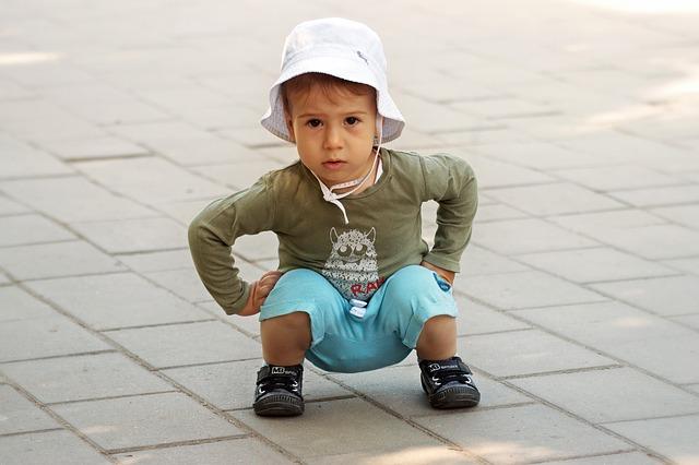 dítě v dřepu.jpg