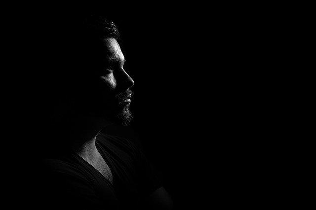 Muž, profil, černá